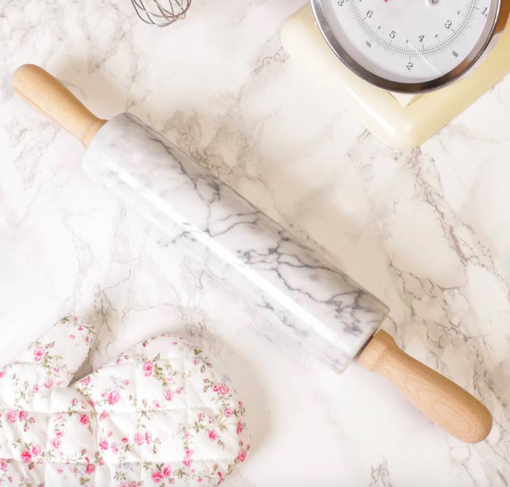 decoración con mármol en cocina. Rodillo de mármol